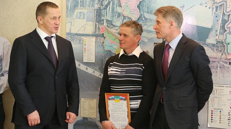 Юрий Трутнев вручил первые сертификаты на бесплатный гектар земли в Амурской области